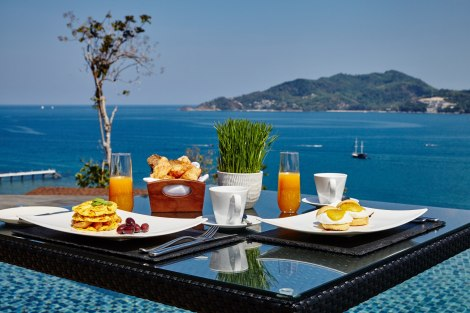 Amari Phuket OW Clubhouse breakfast set up Al Fresco (1)