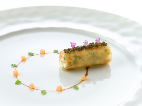 Les Amis_Crab «frivolité» with caviar and smoked salmon brunoise